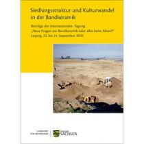 """Regina Smolnik (Hrsg.), Siedlungsstruktur und Kulturwandel in der Bandkeramik. Beiträge der internationalen Tagung """"Neue Fragen zur Bandkeramik oder alles beim Alten?!"""" Leipzig, 23. bis 24. September 2010"""